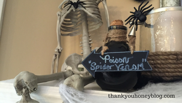 DIY Halloween Bottle Décor